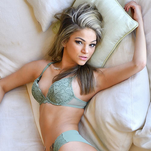 Порнозвезда Athena Faris