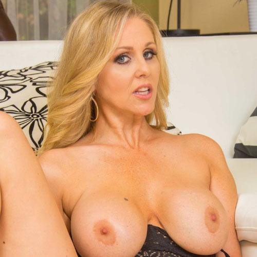 порнозвезда Julia Ann (Джулия Энн)