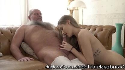 Дед доказал, что он еще способен на трахнуть молодую внучку в свои годы