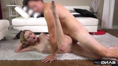 Пикапер убивает время, занимаясь сексом с красивой телой Kenzie Kai