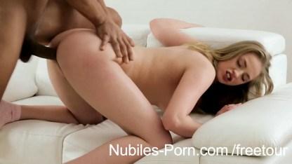 Негр не удержался перед блондинкой и трахнул ее своим огромным хером