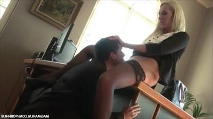 Зрелая начальника Jenny Simons проучила рассеянного сотрудника сексом