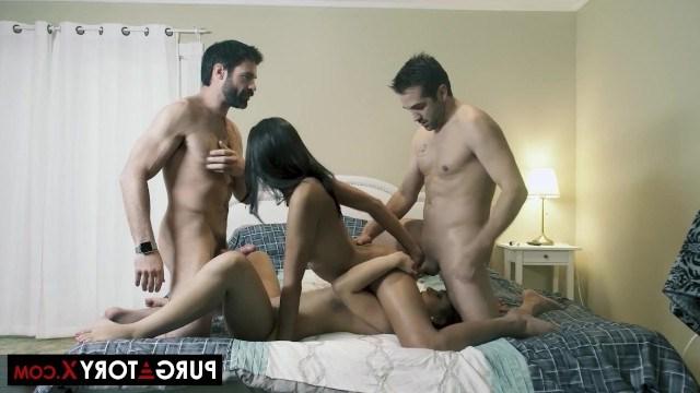 Аппетитные подружки получают оргазм во время оргии с горячими мужчинами
