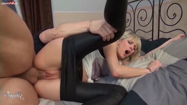 Блондинка Schnuggie91 познала радость анального секса со случайным партнером