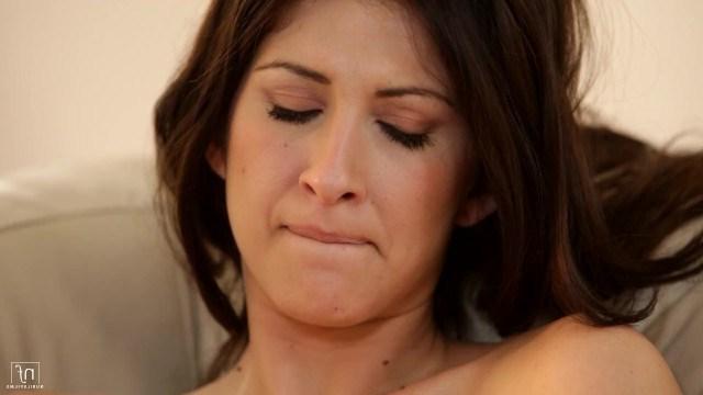 Большегрудая брюнетка Karina устроила молодому парню урок горячего секса