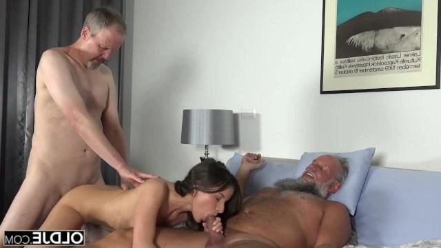 Два дедушки устроили своей внучке Anita Bellini инцест с хорошим отъебом