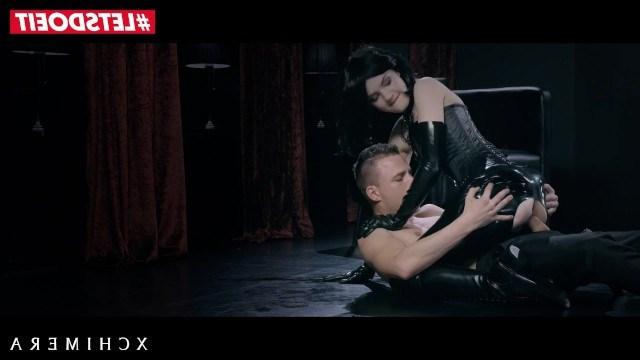 Горячая красотка Anie Darling в латексе ебется с парнем и дает ему лизать попу