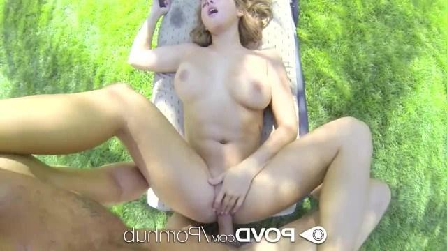 Красотка Keisha Grey занимается сексом с парнем на свежем воздухе