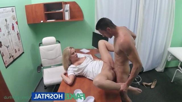Медсестра осмотрела пенис пациента и прописала ему минет с сексом