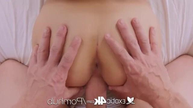 Мужик впервые устраивает еблю с красоткой Nina North и смачно кончает в ее рот