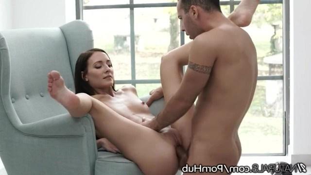 Пара начала утро с секса, чтобы получить хорошее настроение на весь день