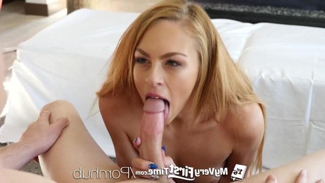 Блонди показывает на кастинге как умеет сосать хуй и прыгать на члене