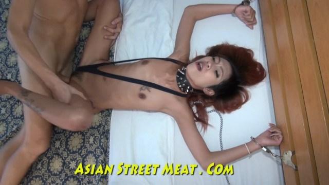 Кавалер покорил анальным сексом рабыню азиатку