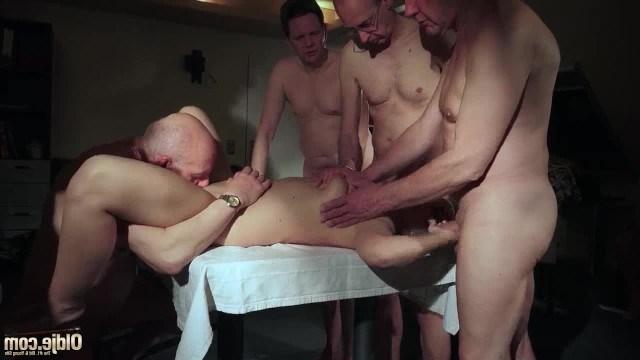 Старые извращенцы устроили групповуху с молодой проституткой