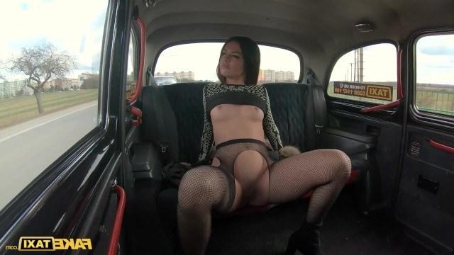 Таксист бросил работу ради дикого секса с очень сочной пассажиркой
