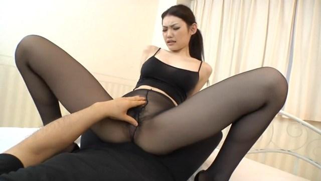 Тренер помог азиатке Azumi Mizushima с упражнениями и разъебал ее пизду