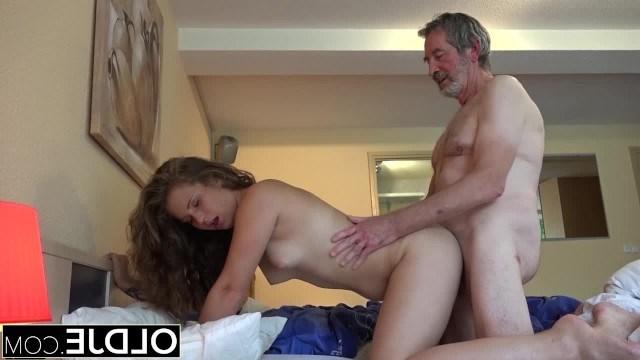 Бесплатно Порно Дед Пристает
