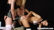 Подборка видео молодых развратных девушек с расширителями анала
